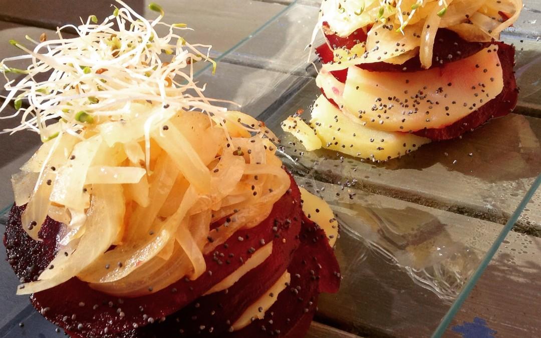 Montados de remolacha y patata con cebolla confitada al cilantro